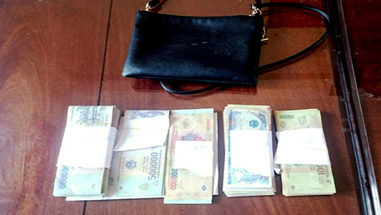 Toàn bộ số tiền đã được trả lại người đánh rơi ngay trong sáng 12/3
