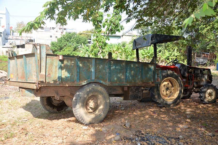 Xe công nông liên quan tai nạn nạn khiến 2 vợ chồng chết đang bị tạm giữ tại Công an thị xã Ayun Pa. Ảnh: Đức Phương