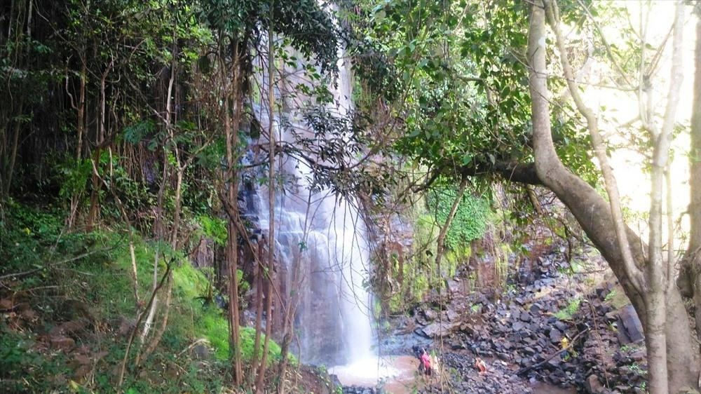 Từ thác Kueng O, du khách có thể di chuyển để chiêm ngưỡng thác B