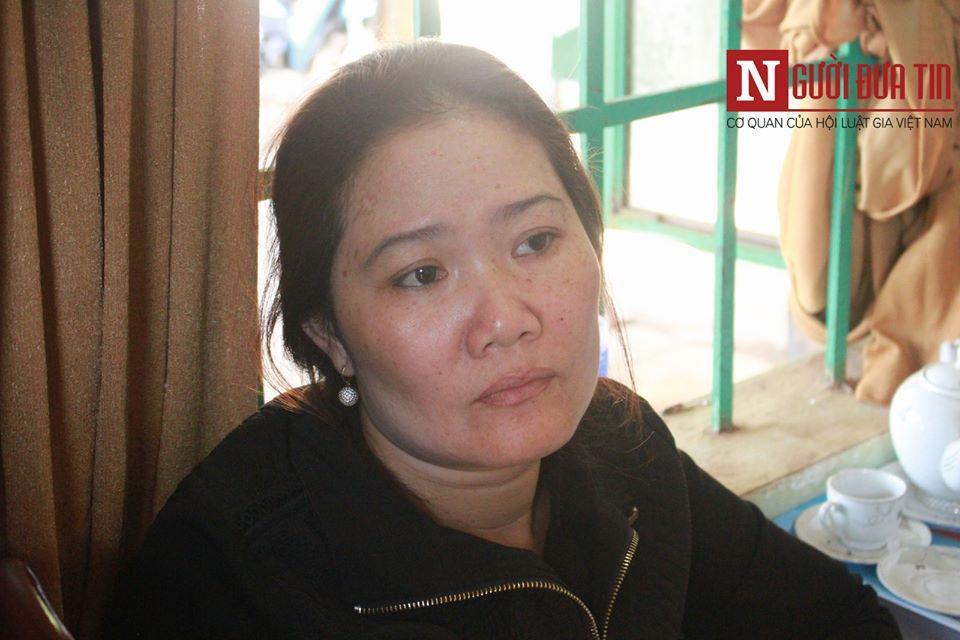 Bà Dung thẫn thờ khi bỗng nhiên biến thành con nợ.