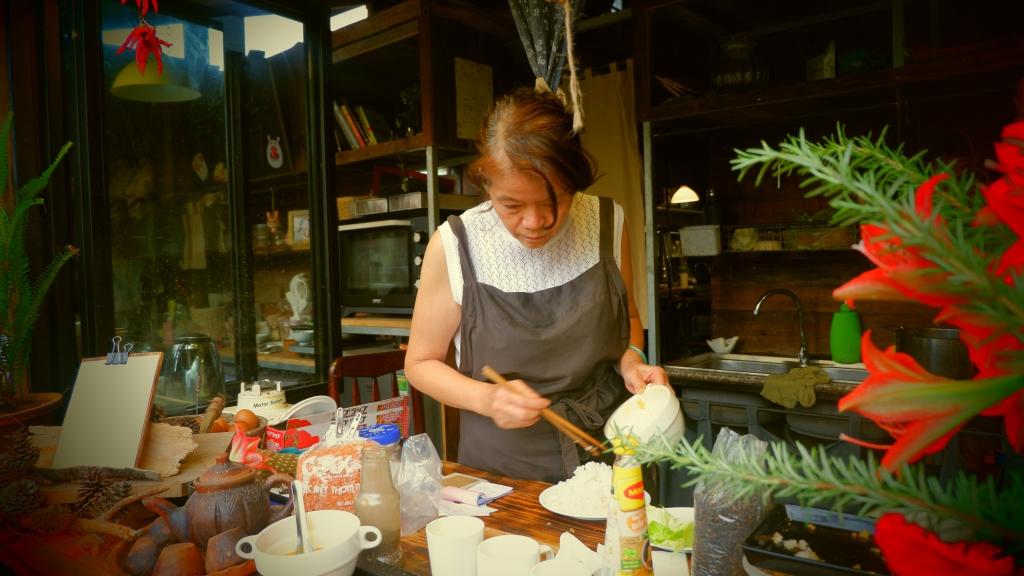 Cô Xuân Nam là chủ của ăn bếp Chờ Miêu. (Ảnh: Hường Trần)