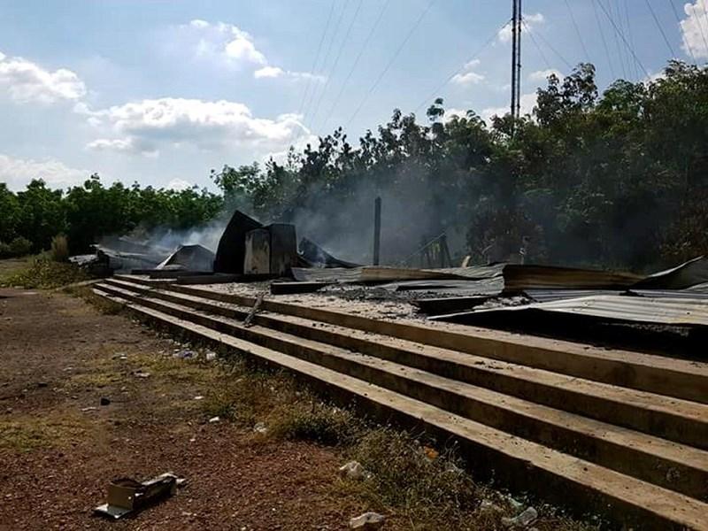 Trụ sở công ty cổ phần cao su Chư Prông-Stung Treng bị cháy rụi sau tiếng sét