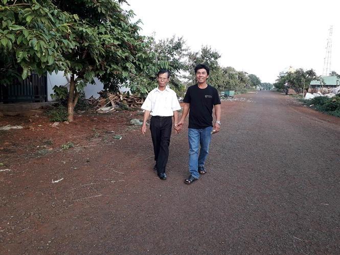 Ông Sáu Nhung và con đường do ông cùng bà con vận động hiến đất