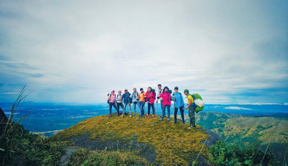 Trên đỉnh Chư Nâm. Ảnh: VIETJoy Tourist