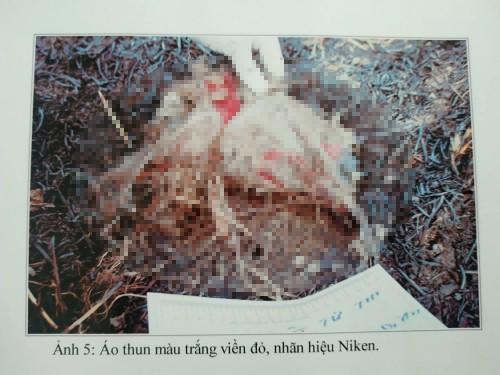 T.ử th.i nam giới đã phân hủy chỉ còn lại bộ xương và quần áo. Ảnh: VTC News