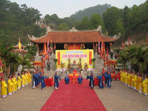 Lễ hội truyền thống Côn Sơn, Kiếp Bạc (Ảnh: TL)