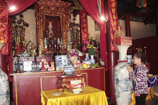 Tượng thiền sư Huyền Chân trong chùa Quang Minh