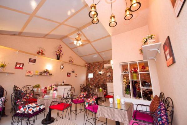 Không gian bên trong được bài trí khá đẹp mắt (Nguồn: Facebook MOB Cafe)