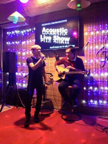 Cuối tuần Cafe Muối thường có những buổi nhạc Aucostic (Nguồn: Muối Cafe)