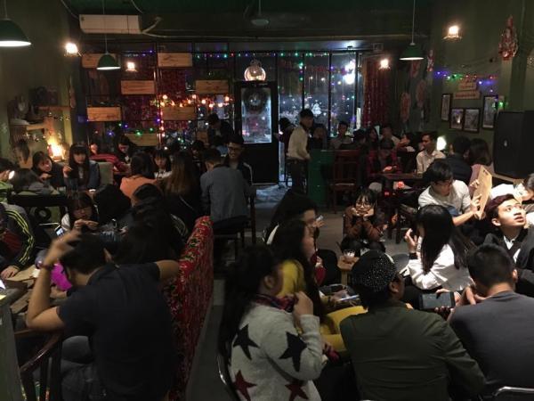 Quán thường khá đông vào mỗi dịp cuối tuần (Nguồn: Facebook Ấy Cafe)