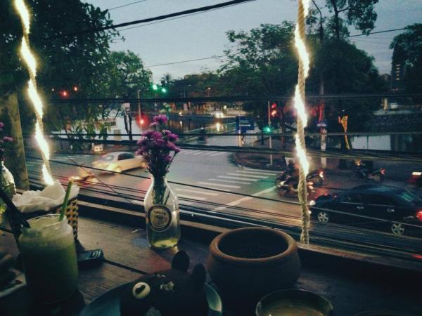 View quán Cafe Lạ rất đẹp mắt (Nguồn: chocaphe.com)