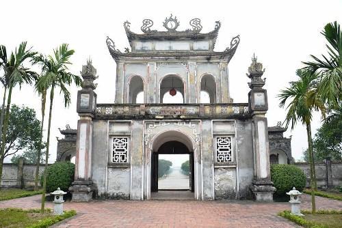 Cổng vào Văn miếu Mao Điền đậm chất cổ xưa. (Nguồn: camgiang.haiduong.gov.vn)