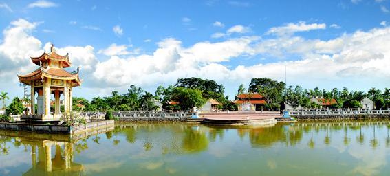Không quá đồ sộ nhưng đền Bia lại cuốn hút du khách đến đây bởi vẻ đẹp tâm linh của mình. (Nguồn: Internet)