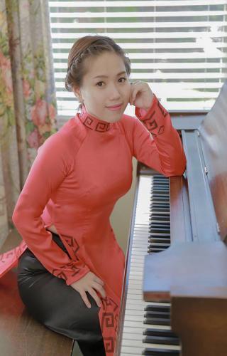 Dù đã nổi tiếng trong lĩnh vực ca hát nhưng cô vẫn luôn ấp ủ một đam mê trở thành giảng viên piano. (Nguồn: kenh14.vn)