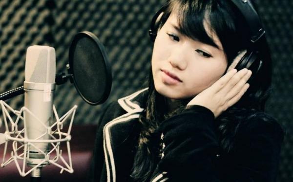 Thùy Chi được công chúng biết đến qua những ca khúc online. (Nguồn: nguonvui.com)