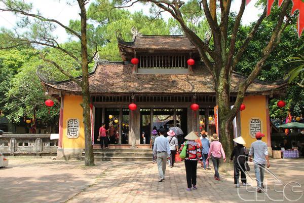 Vãn cảnh trong chùa. (Nguồn: vietnamtourism.com)