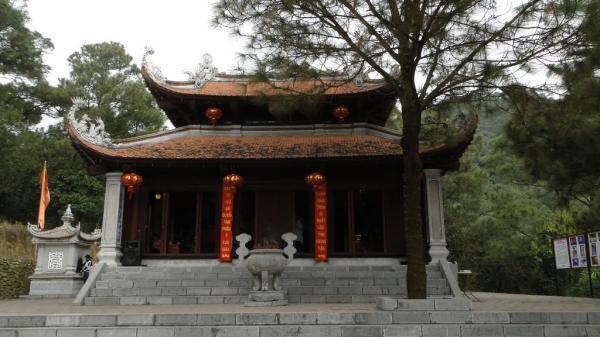 Vẻ uy nghiêm của ngôi đền. (Nguồn: panoramio.com)
