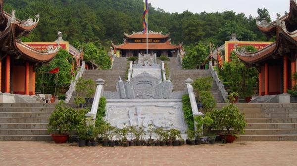 Đền thờ Nguyễn Trãi trong khu di tích Côn Sơn. (Nguồn: Sưu tầm)