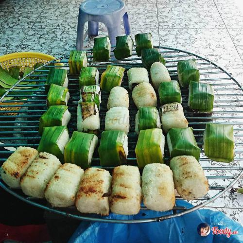 Món chuối bọc xôi nếp nướng thơm lừng, rưới nước cốt dừa lên nữa thì ngon tuyệt (Nguồn: Foody)