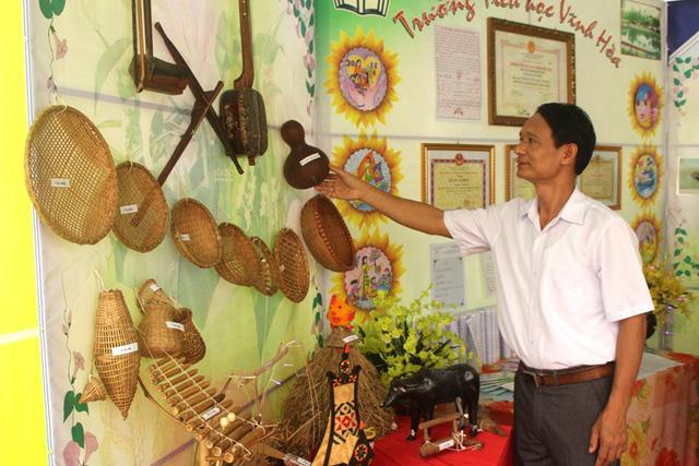 Hoạt động triển lãm, trưng bày đồ dùng tự làm của giáo viên và học sinh