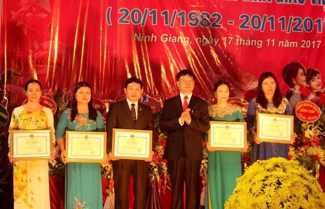 Nhiều cá nhân, tập thể được nhận bằng khen của Thủ tướng Chính phủ và Bộ GD&ĐT