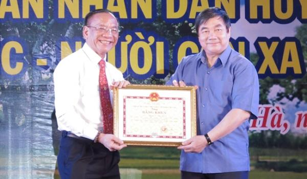 Doanh nhân Nguyễn Văn Ngọc được UBND tỉnh tặng bằng khen vì có nhiều đóng góp tích cực cho quê hương