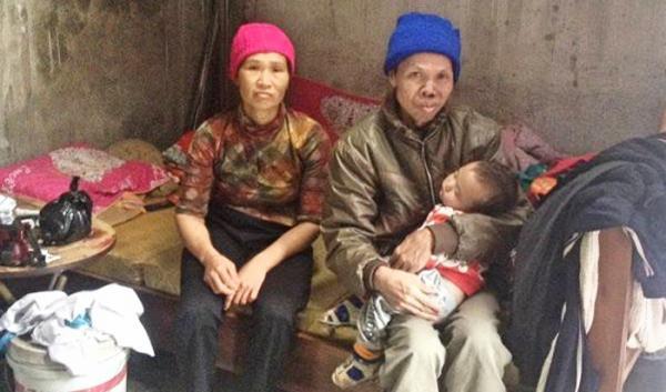 Kinh tế gia đình chị Tô Thị Gấm đã cạn kiệt, không còn khả năng tiếp tục điều trị cho anh Từng