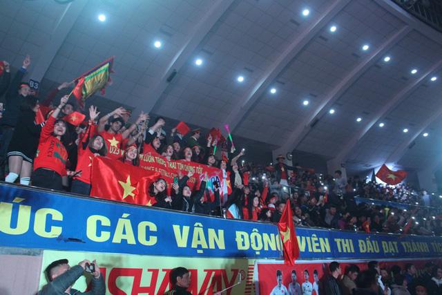 Hơn 3.000 khán giả tỉnh Hải Dương có mặt tại Nhà thi đấu trong Lễ vinh danh 4 cầu thủ U23