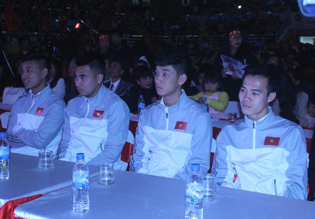 Trong lúc chờ đợi Lễ vinh danh, các tuyển thủ được BTC bố trí vị trí ngồi trang trọng