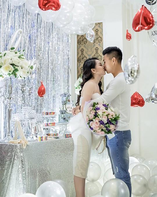 Văn Thanh và bạn gái Bảo Trân xinh đẹp.
