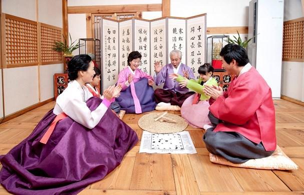 Tết Seollah (Seol) bắt đầu từ ngày 1/1 hằng năm theo âm lịch và thường kéo dài trong 3 ngày.
