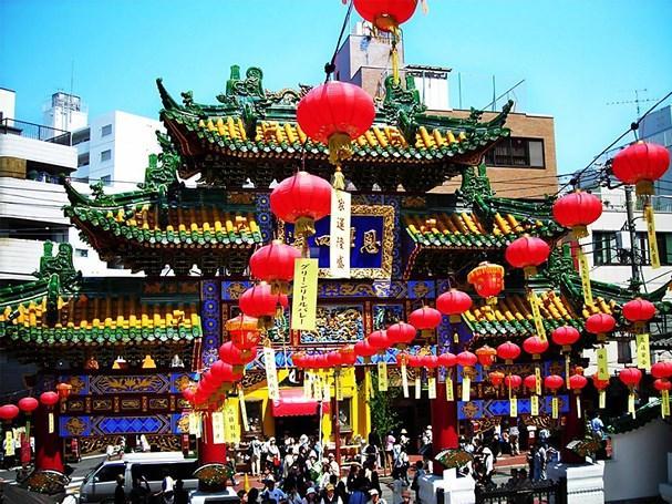 Nhật Bản đã chuyển đổi sang Tết Dương lịch như các nước Phương Tây. Tuy vậy nhưng quan niệm trong năm mới của người Nhật cũng gần giống với Việt Nam.