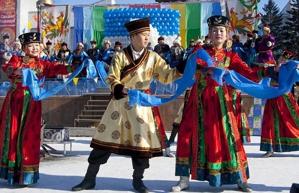 """Vào mùng 1 đến mùng 3 Tết âm lịch hàng năm, người Mông Cổ lại hào hứng chào đón Tết còn gọi là tết Tsagaan Sar (tết """"mặt trăng trắng) với nhiều phong tục độc đáo."""
