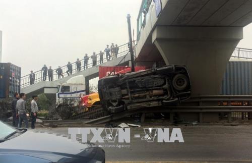 Hiện trường vụ tai nạn giao thông ngày 9/2 tại Km58+100 trên tuyến Quốc lộ 5, đoạn qua thành phố Hải Dương giữa xe bồn trộn bê tông và xe ô tô 7 chỗ.