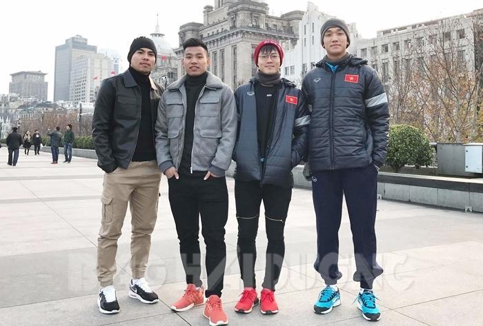 Các tuyển thủ U23 Việt Nam quê Hải Dương: Đức Huy, Văn Thanh, Văn Toàn, Trọng Đại (từ trái qua) tại Thường Châu (Trung Quốc). Ảnh do gia đình cầu thủ Văn Toàn cung cấp