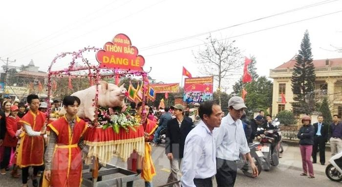 Độc đáo lễ rước ông lợn ở lễ hội đình Mè