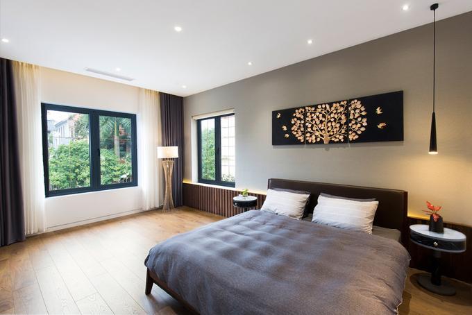 Ngôi nhà có tông màu trầm ấm phù hợp với tính cách và độ tuổi của gia chủ.