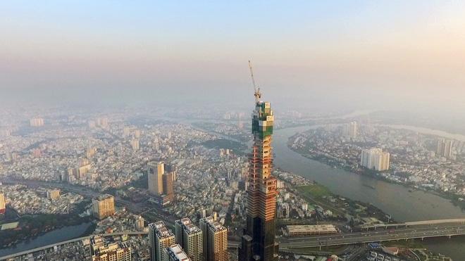 Với chiều cao này, công trình của Vingroup trở thành tòa nhà cao nhất Việt Nam, vượt khoảng 100m so với tòa nhà cao thứ hai là Keangnam Landmark 72 tại Hà Nội.