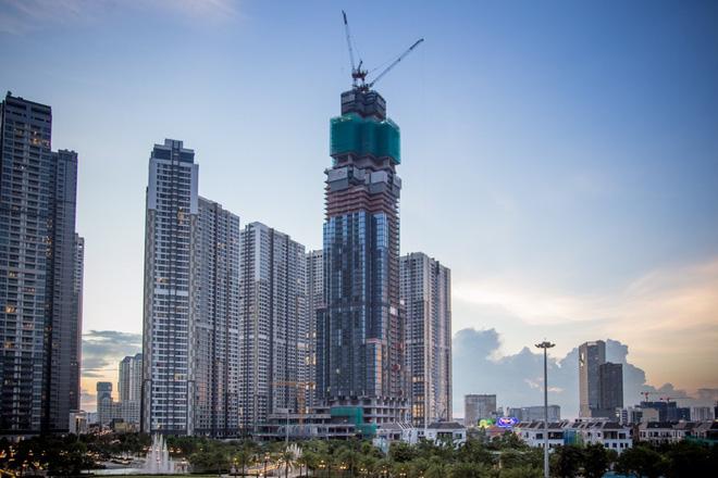 Tòa nhà có độ cao dự kiến 461m, gồm 81 tầng được xây dựng tại vị trí trung tâm của khu đô thị Vinhomes Central Park.