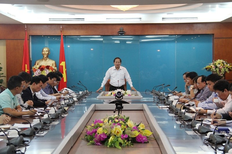 Bộ trưởng Trương Minh Tuấn phát biểu chỉ đạo tại buổi làm việc. Ảnh Mic.gov.vn