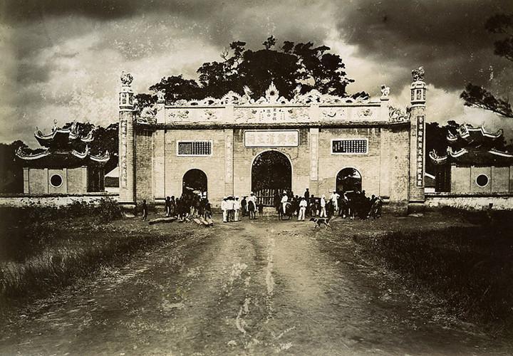 Mặt trước đền Kiếp Bạc, năm 1895. Ảnh tư liệu.