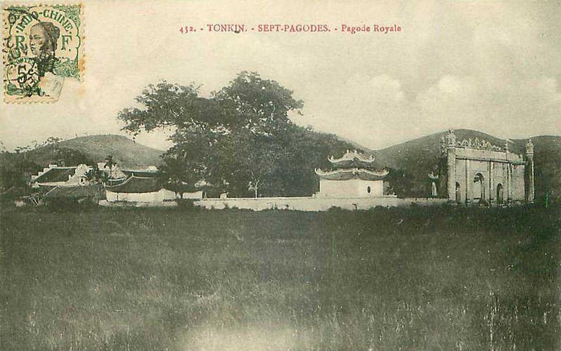 Hình ảnh toàn cảnh đền Kiếp Bạc trong một bưu thiếp cổ. Ảnh tư liệu.