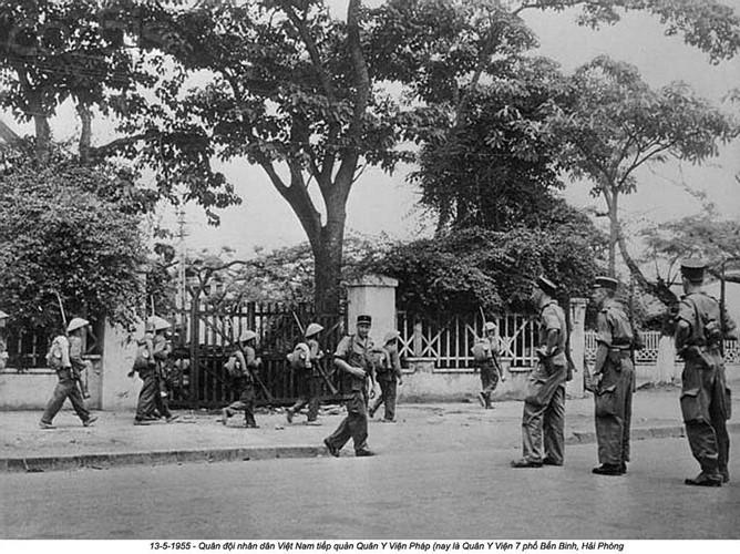 QĐND Việt Nam tiếp quản Quân Y viện Pháp, nay là Quân Y viện 7 phố Bến Bính, Hải Phòng. Nguồn ảnh: Flickr.