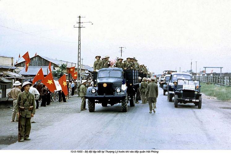 Ngày tiếp quản Hải Phòng được Việt Nam Dân chủ Cộng hòa và Pháp thống nhất từ trước đó hơn một năm sau thất bại của quân đội thực dân Pháp ở Điện Biên Phủ. Nguồn ảnh: Flickr.