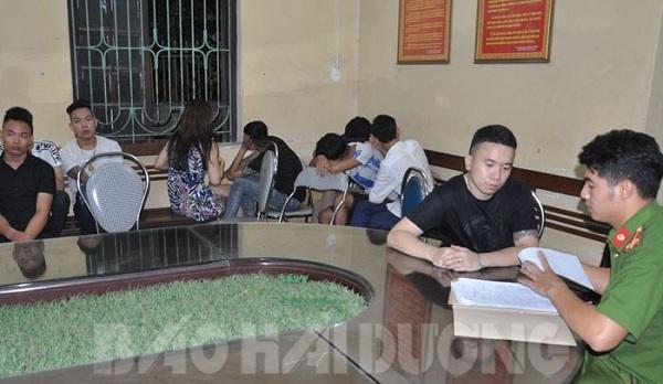 Các đối tượng bị bắt giữ tại quán