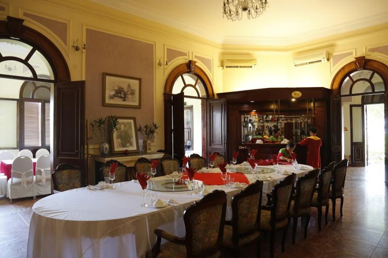 Phòng ăn lớn ở tầng 1.
