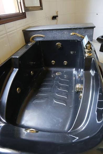 Bồn tắm.