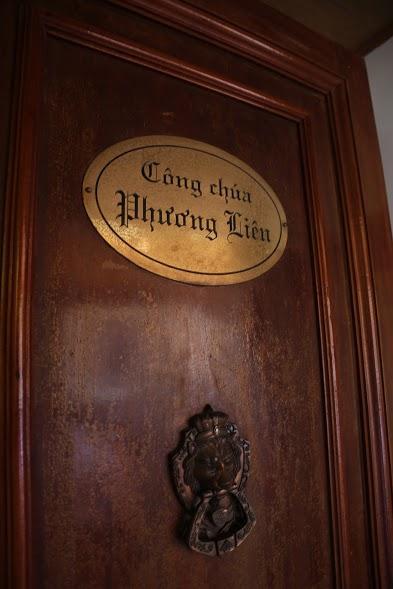 Cửa phòng công chúa Phương Liên.