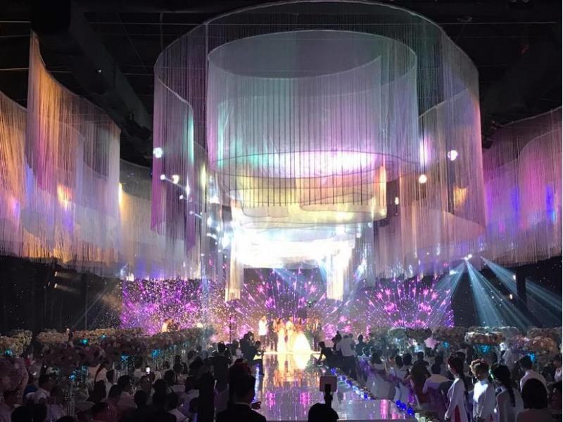 Đám cưới được tổ chức với quy mô hơn 10 tỷ ở Tp. HCM với nhiều khách mời là nghệ sĩ nổi tiếng.