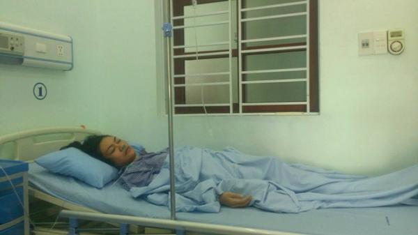 Cô giáo ở Hải Phòng bị phụ huynh học sinh xông vào tận trường hành hung đang điều trị tại bệnh viện. (Nguồn: Lệ Thu)